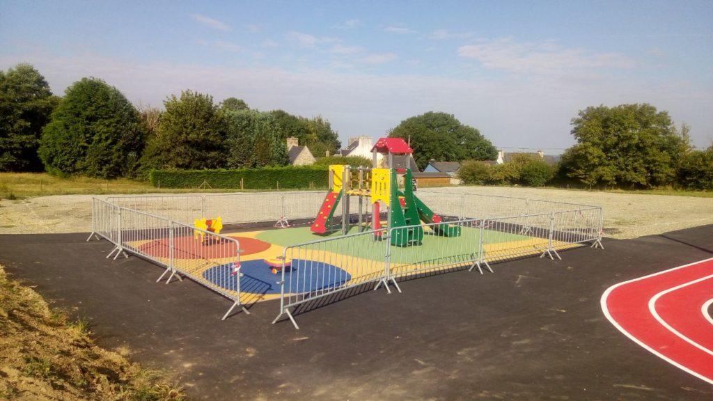 Des équipements ludiques et sportifs ont été mis en place à proximité immédiate de l'école