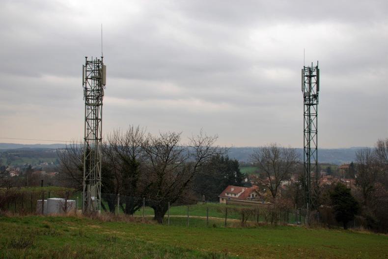 Antennes relais mobile : Evitons un déploiement anarchique, mutualisons les pylônes!